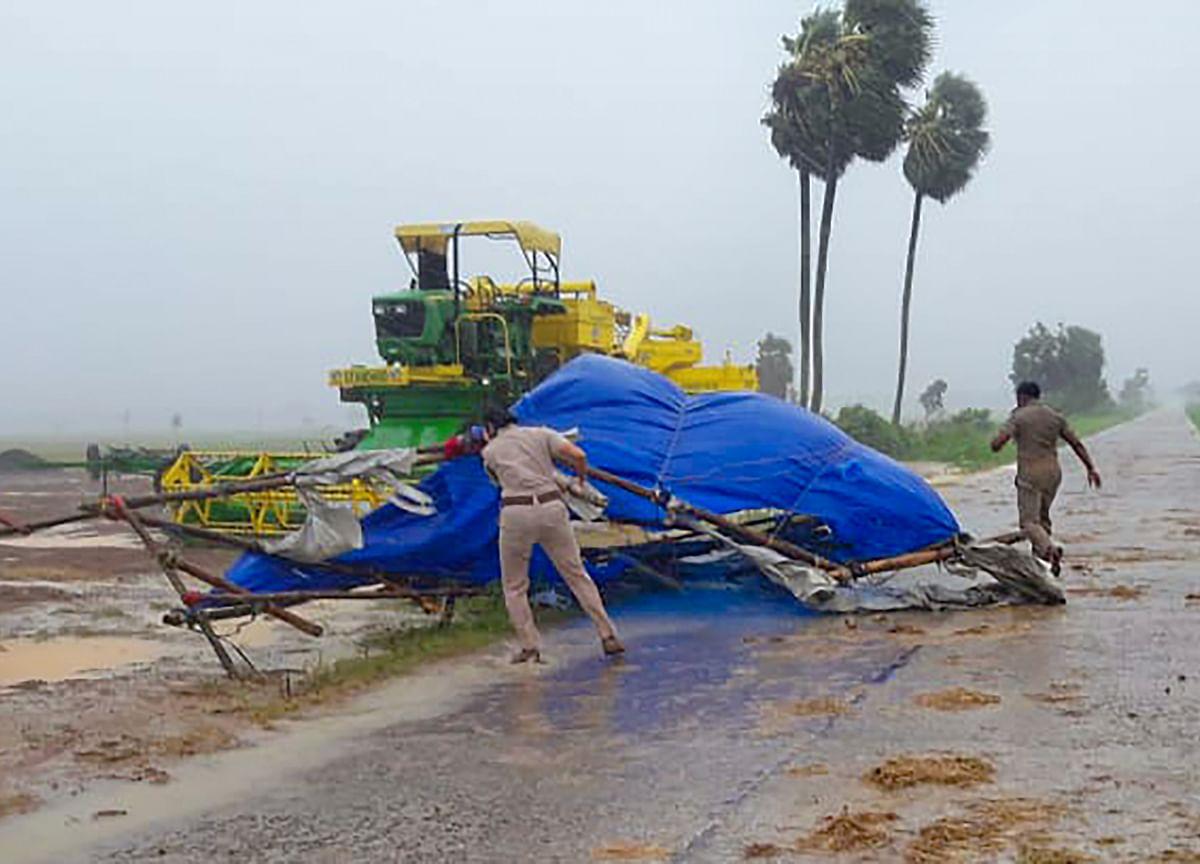 Cyclone 'Amphan' Batters Bengal, Odisha As 6.5 Lakh Evacuated