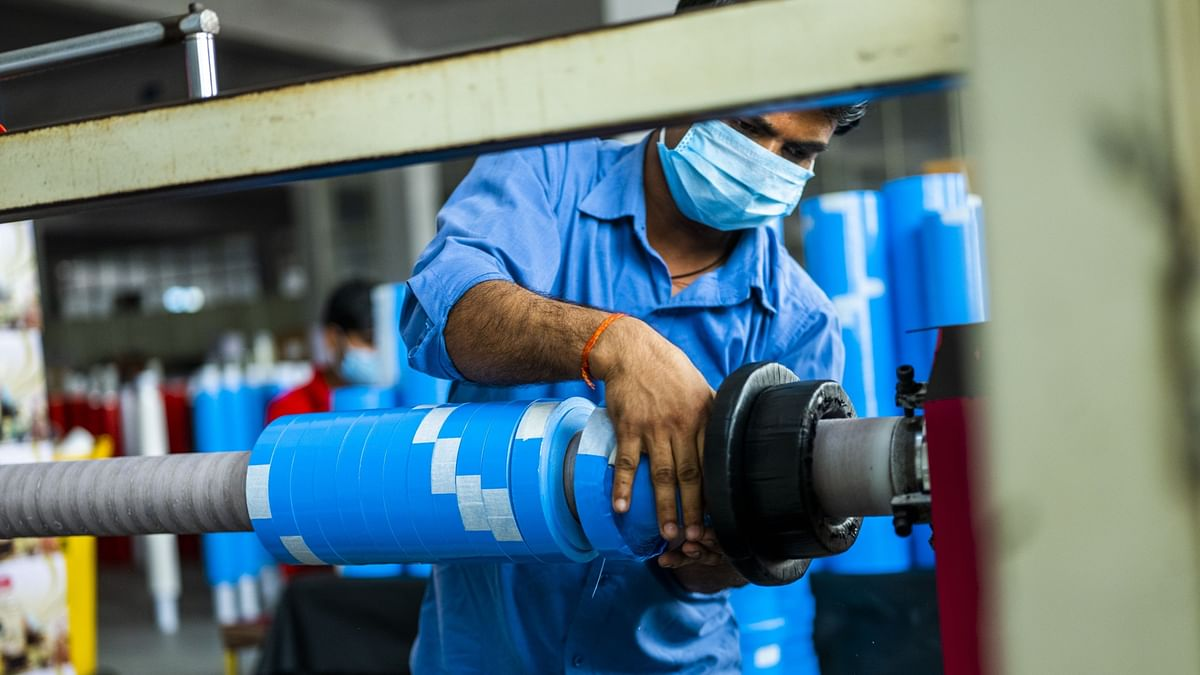 India Manufacturing PMI Contracts For Second Straight Month