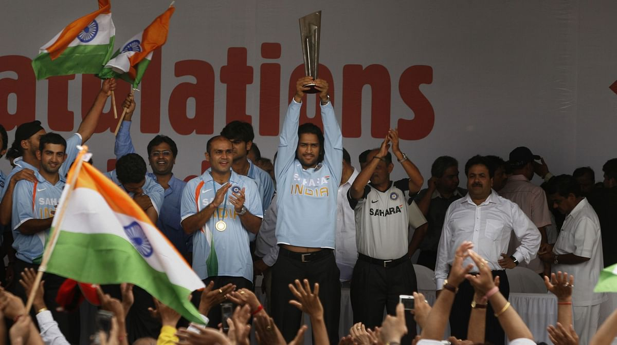 Mahendra Singh Dhoni, raises the inaugural ICC WorldT20 trophy, at a celebratory function in Mumbai, on Sept. 26, 2007. (Photographer: Prashanth Vishwanathan/Bloomberg News)