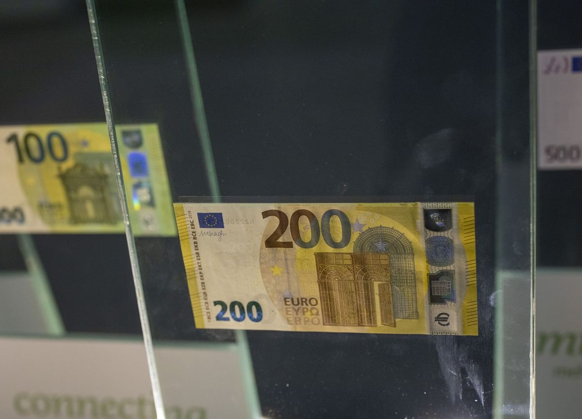 Europe's Demand for Cash Signals Crisis Hoarding, Not Economic Recovery