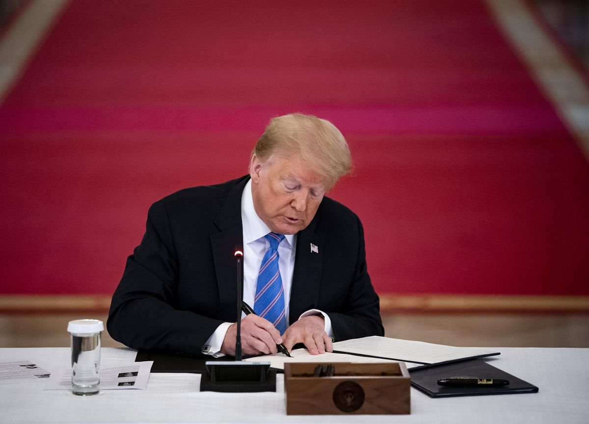 Trump Signs Order Vowing to Protect Statues From 'Anarchists'