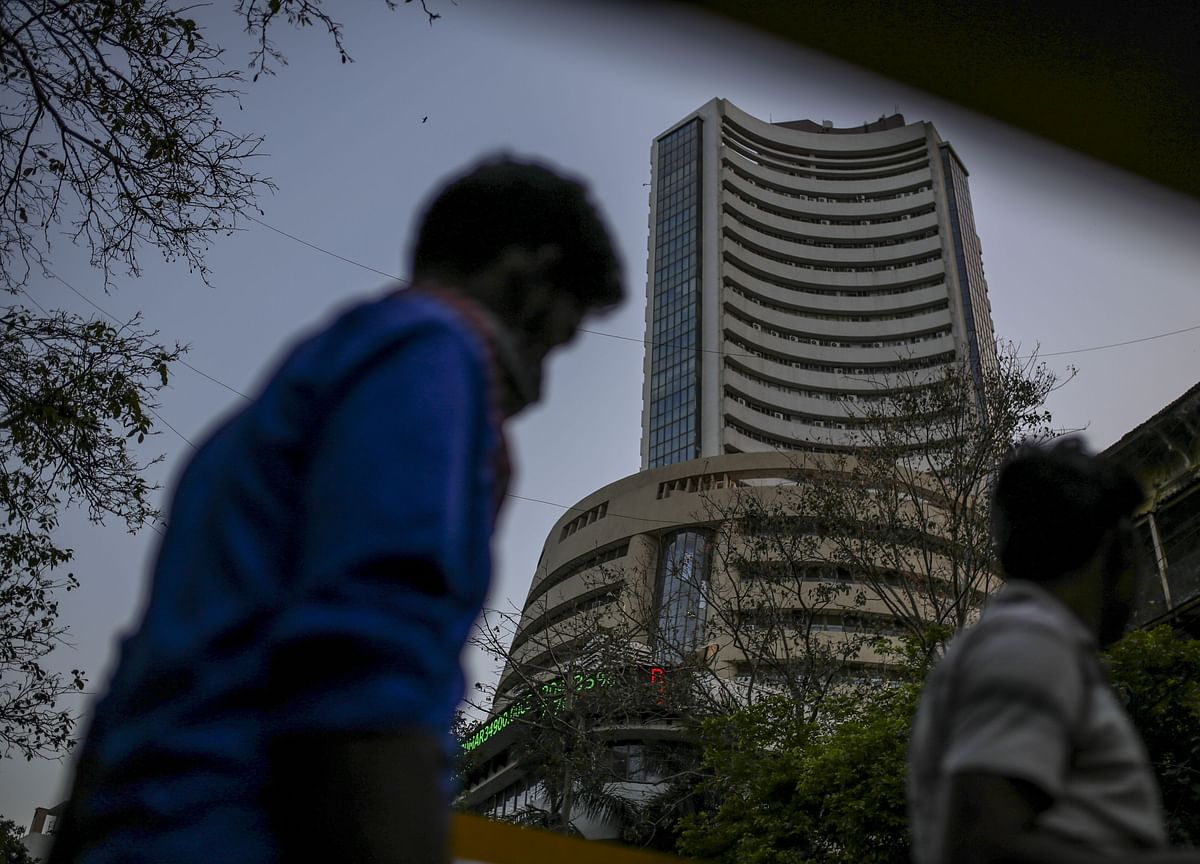 Sensex, Nifty's Five-Day Rally Ends; Auto, I.T. Top Laggards