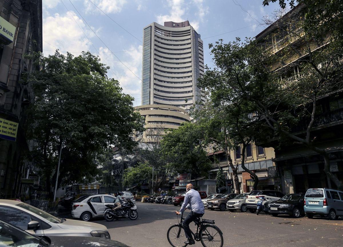 India Stocks Score Second Weekly Gain on Easing Lockdown