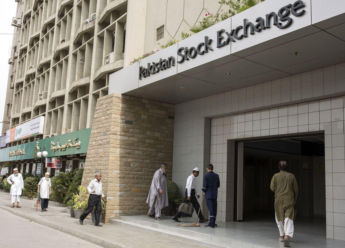 Attack on Pakistan Exchange Leaves Four Dead; Gunmen Killed