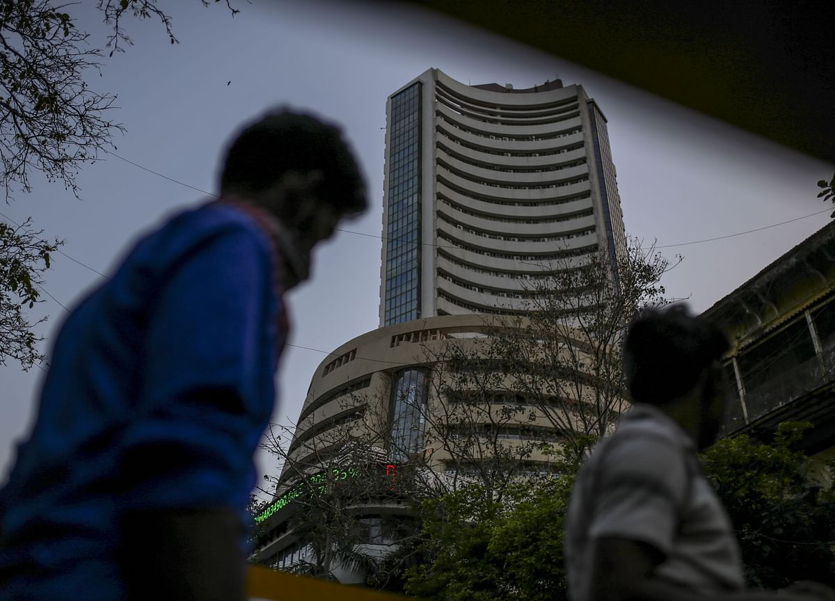 India Stocks Decline as Second-Wave Worries Drag Global Markets