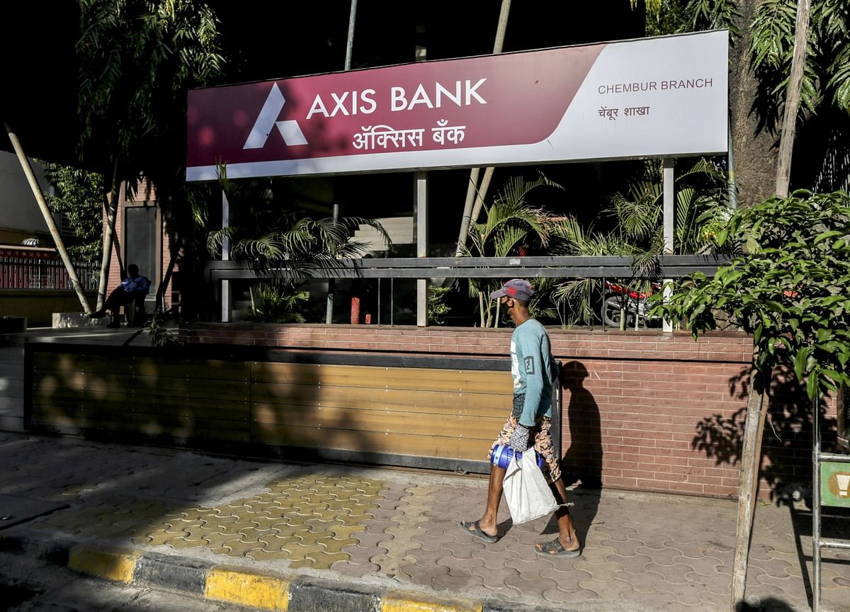 Axis Bank Cut to Junk By S&P On Forecast For Indian Recession