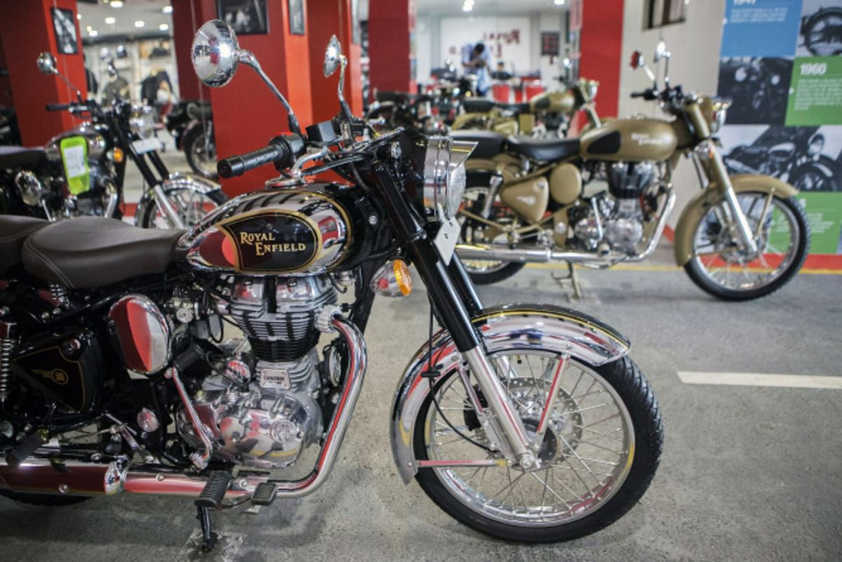 Eicher Motors Ltd.'s Royal Enfield motorcycles stand on display at a dealership in Gurgaon, India. (Photographer: Prashanth Vishwanathan/Bloomberg)