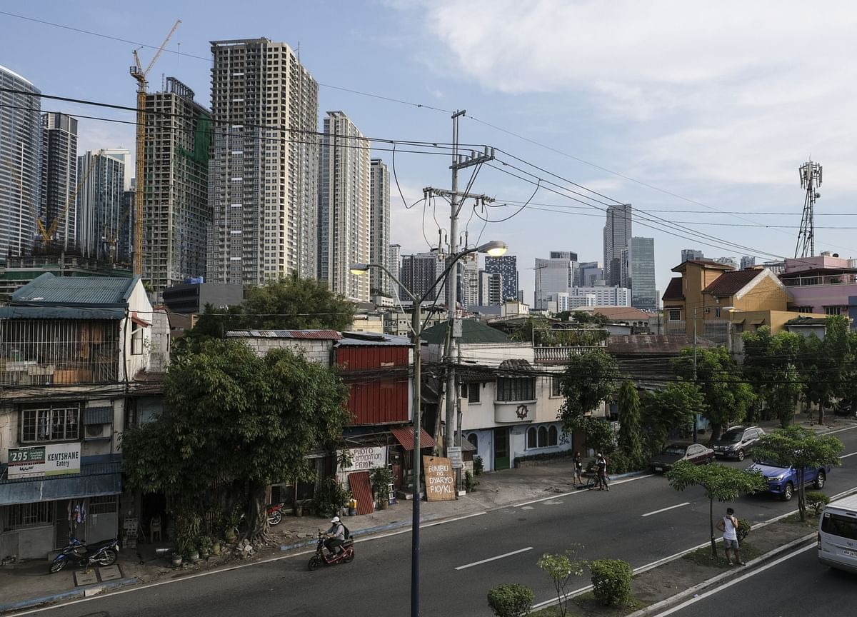 Philippines Says Almost 100,000 Citizens Stranded Overseas