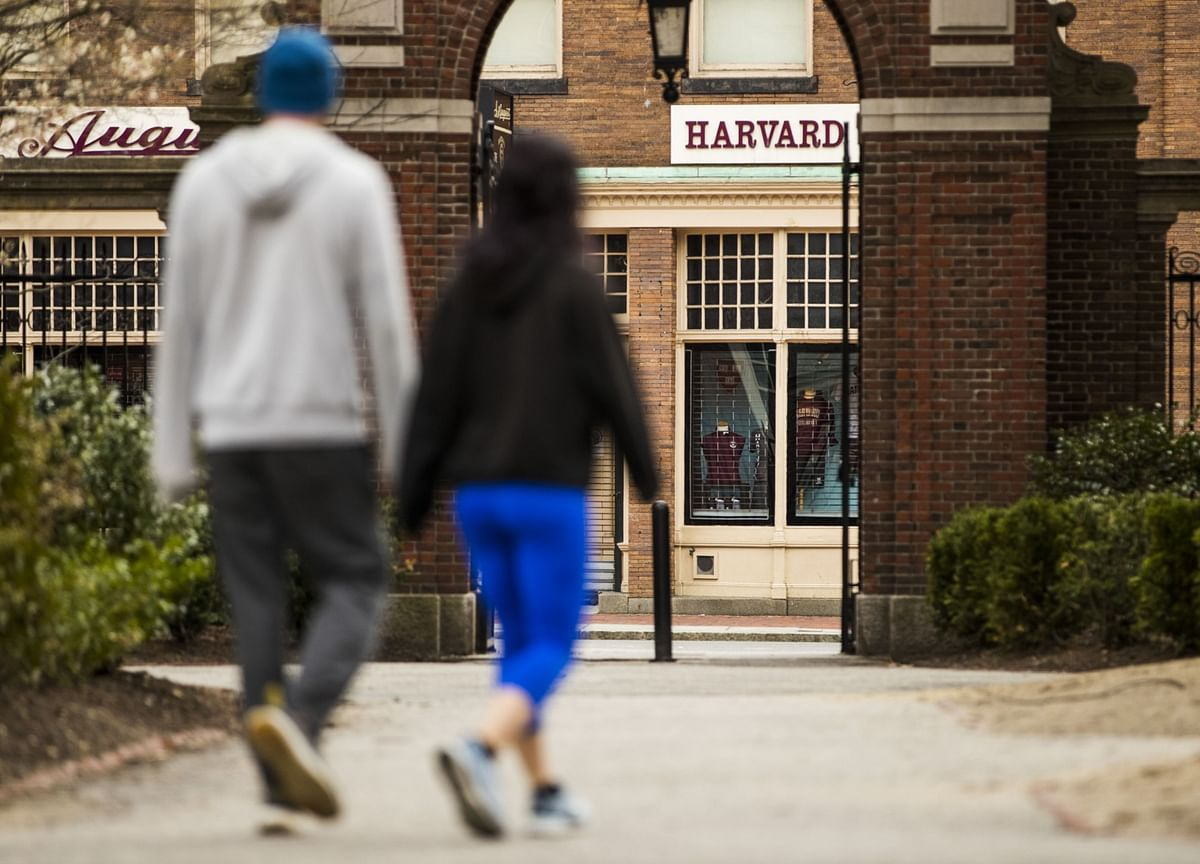 Harvard Offers Staff Early Retirement to Reduce Expenses