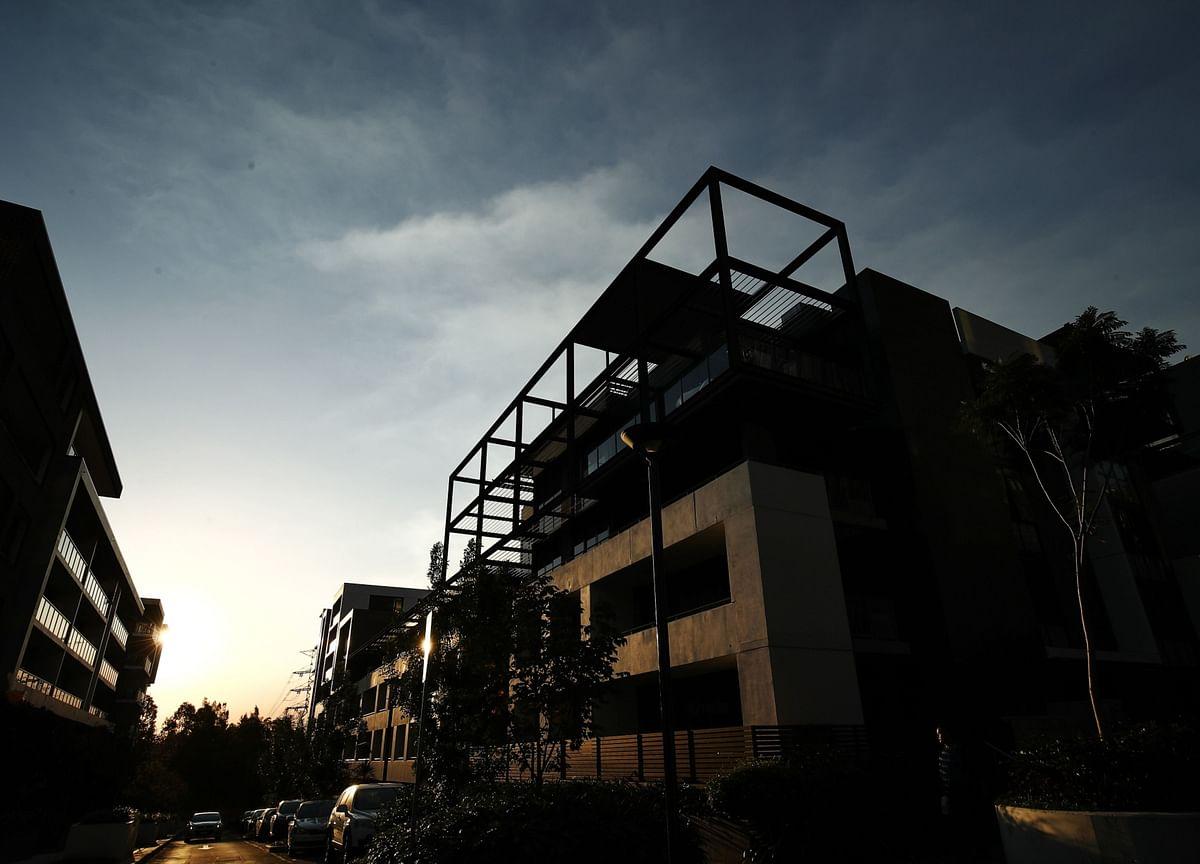 Australia House Prices Fall as Shutdowns Hit Property Market
