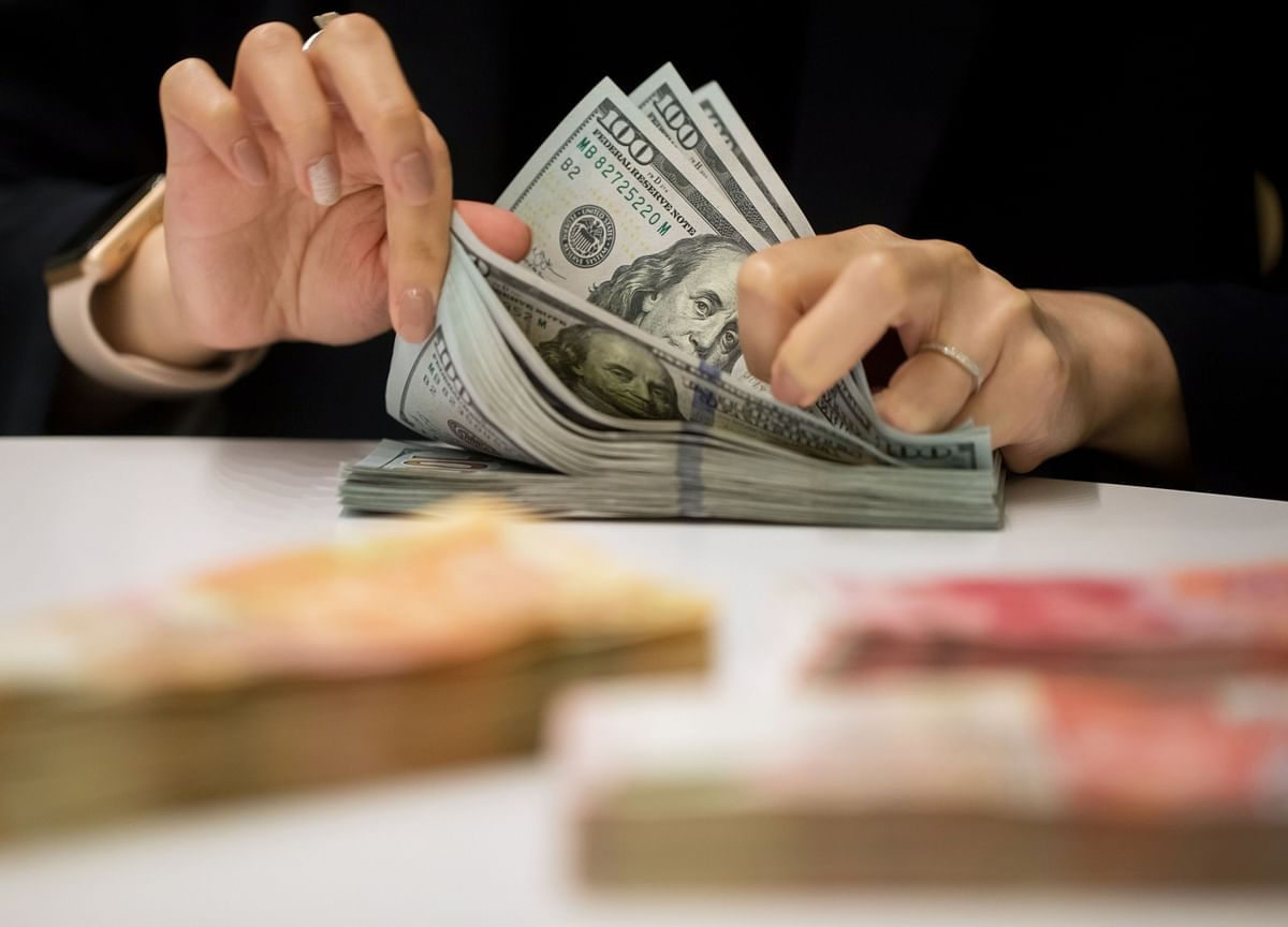 Americans Hold Huge Pile of Cash That's Key to Economic Recovery