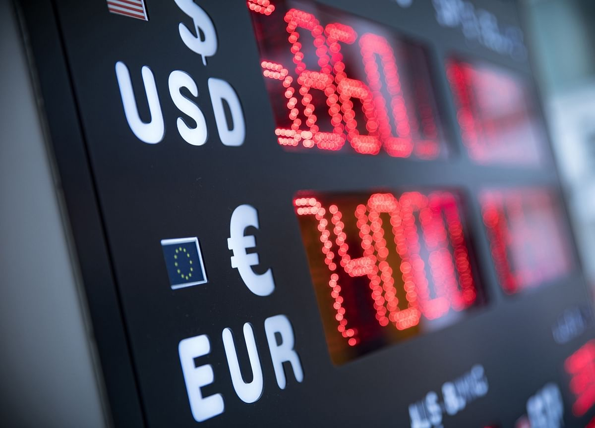 Currency Markets Warn of Turbulence Ahead