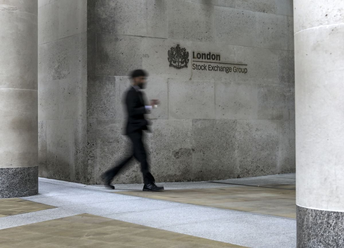 U.K. Economy's 20% Record Plunge Adds Pressure for More Aid