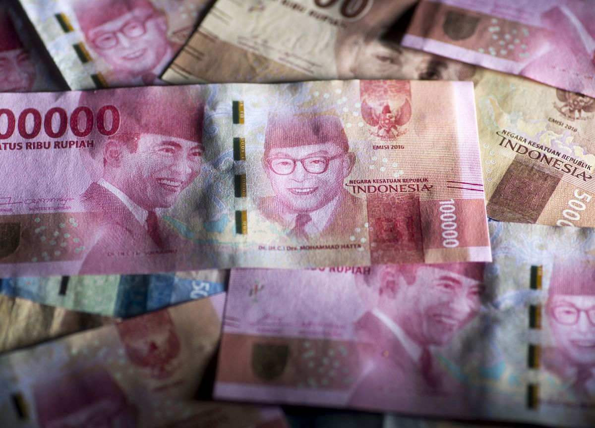Battered Rupiah Likely to Face Another Month of Losses