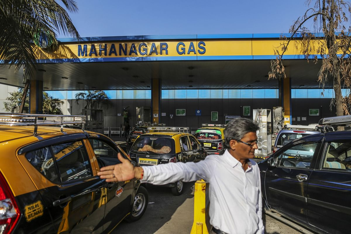 A man gestures as taxis line up at a Mahanagar Gas station in Mumbai. (Photographer: Dhiraj Singh/Bloomberg)