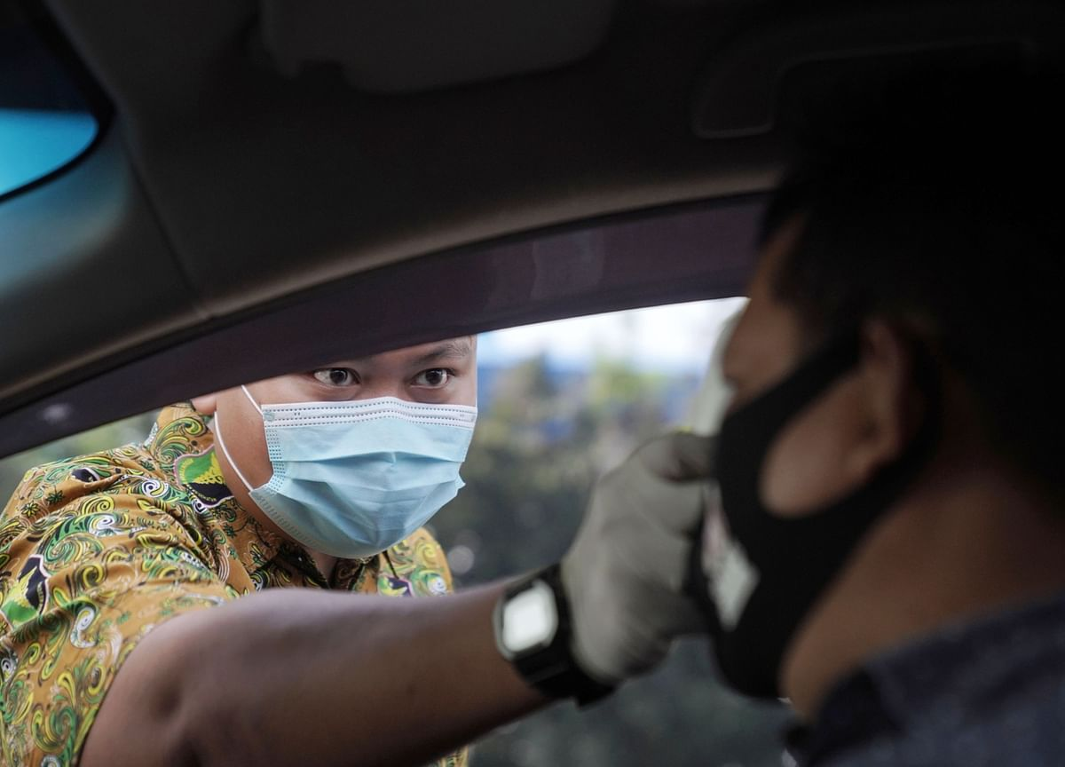 Indonesian Virus Cases Top 100,000 as More Hotspots Emerge