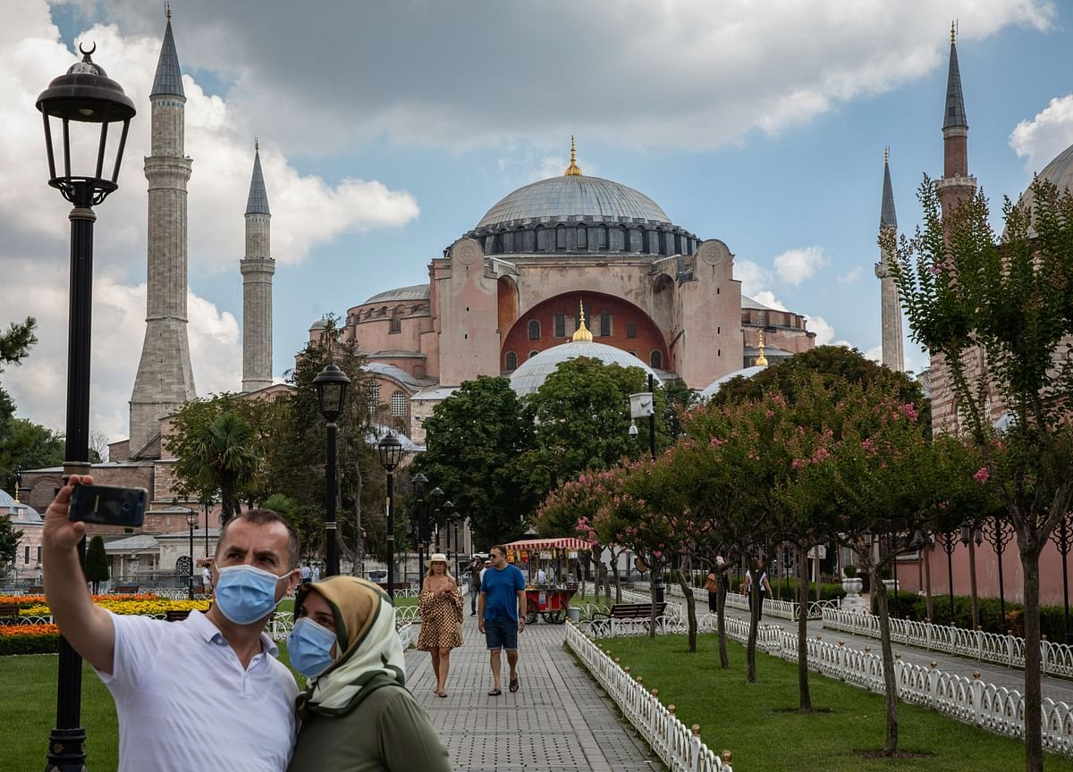 Pandemic Inflation Upswing Pins Turkish Rate in Place for Longer