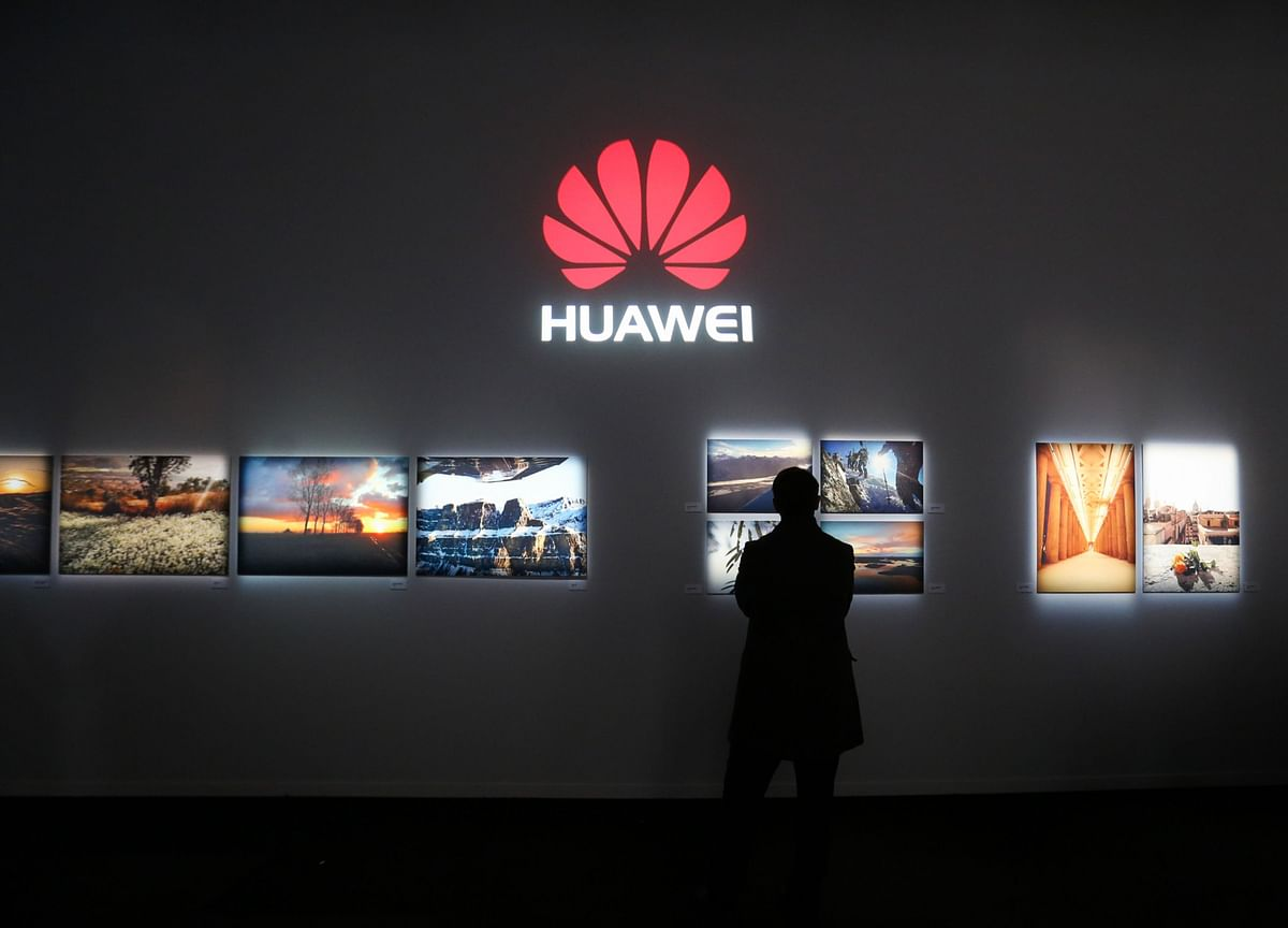 Johnson Urged to Ban Huawei in U.K. 5G Networks by End-2021