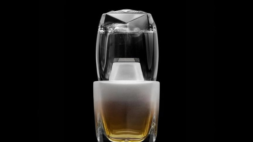This Whiskey Decanter Works Like A Carafe, With Less Jangling