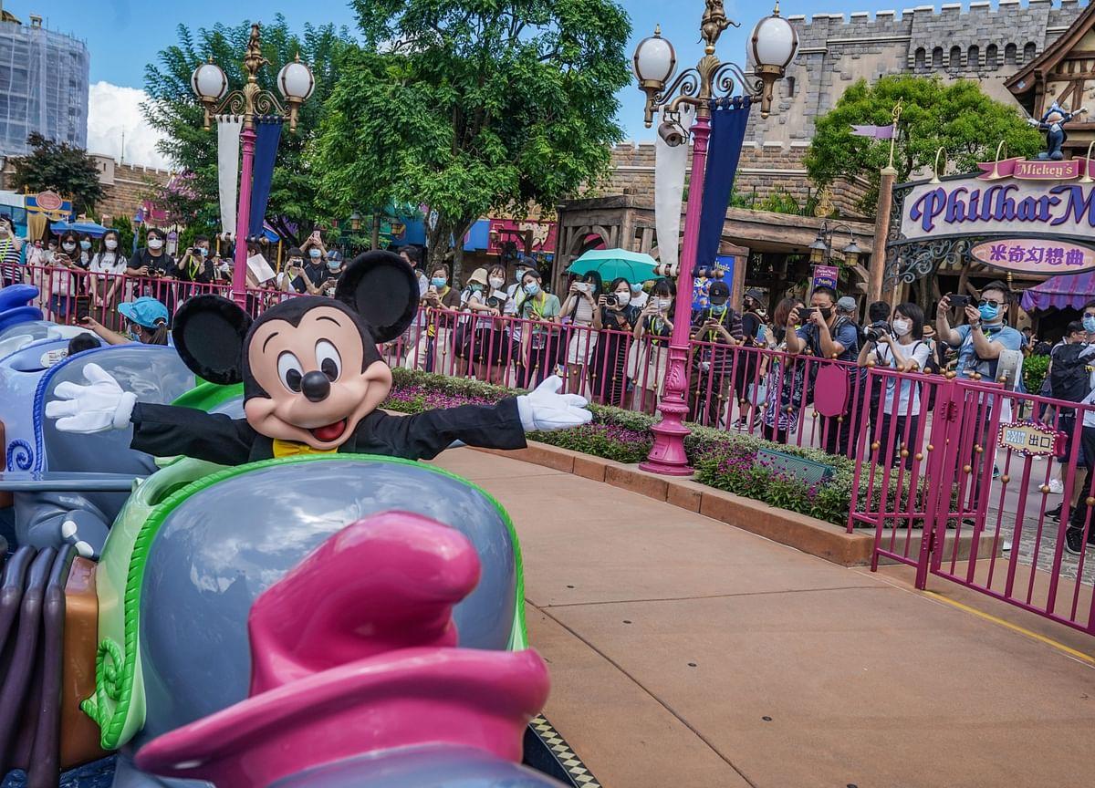Facebook's Top Advertiser Disney Cuts Ad Spending, WSJ Says