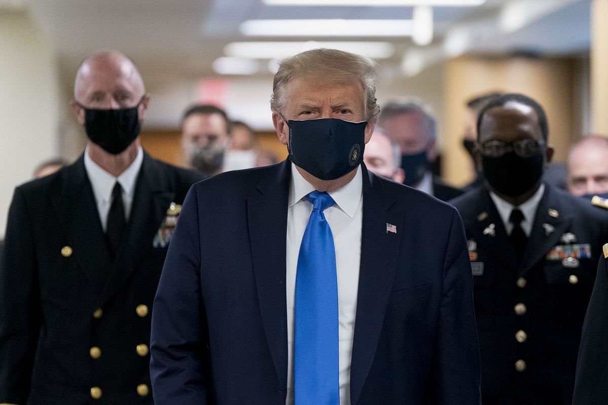 Trump Wears Face Mask During Visit to Walter Reed Hospital