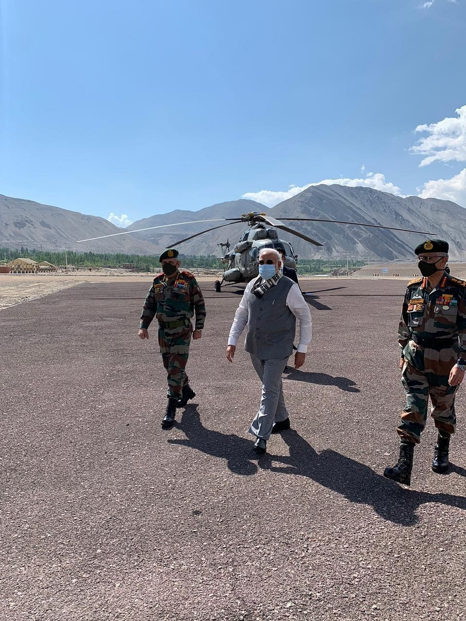Prime Minister NArendra Modi is accompanied by the Chief of Defence Staff and the Army Chief. (Source: PIB)