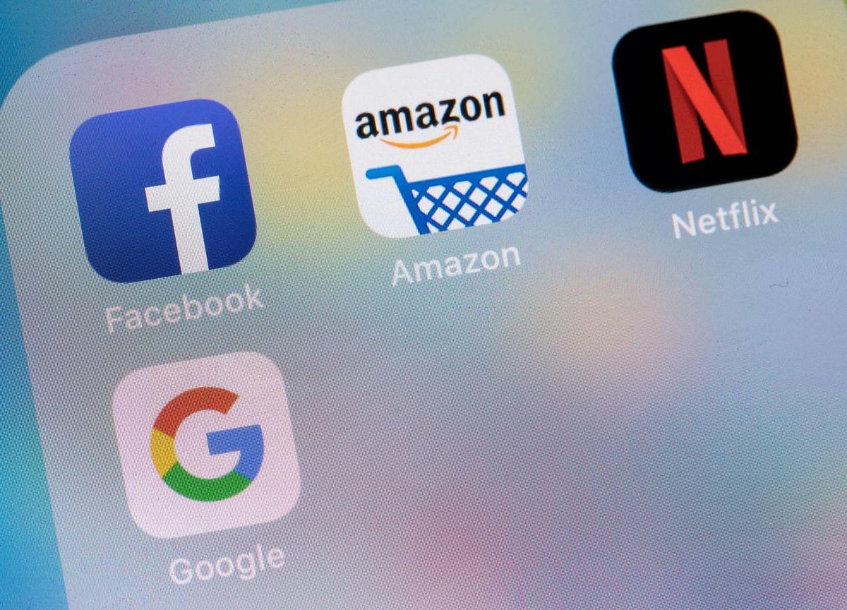 Tech Profit Juggernaut Gets First Big Test in Week of Reversals
