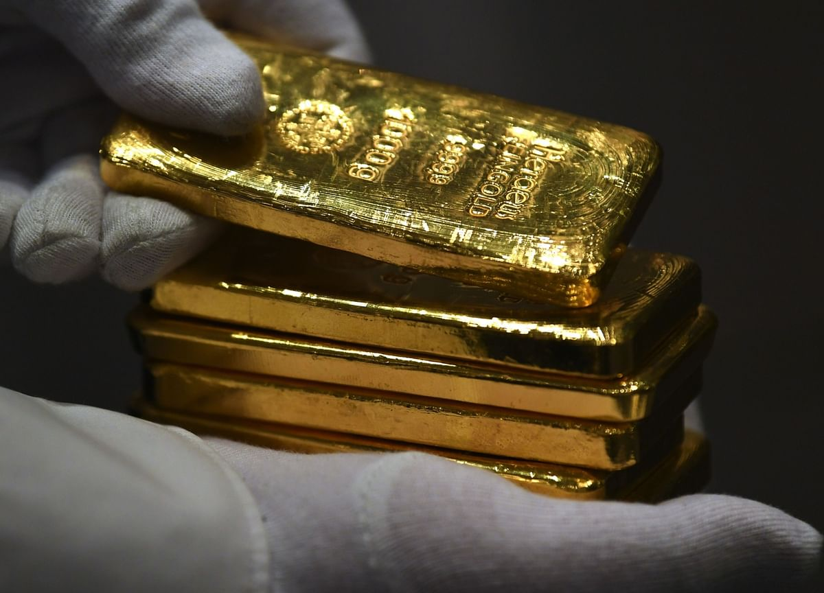 Gold Falls From Record as U.S., Europe Stocks Rise, Dollar Gains