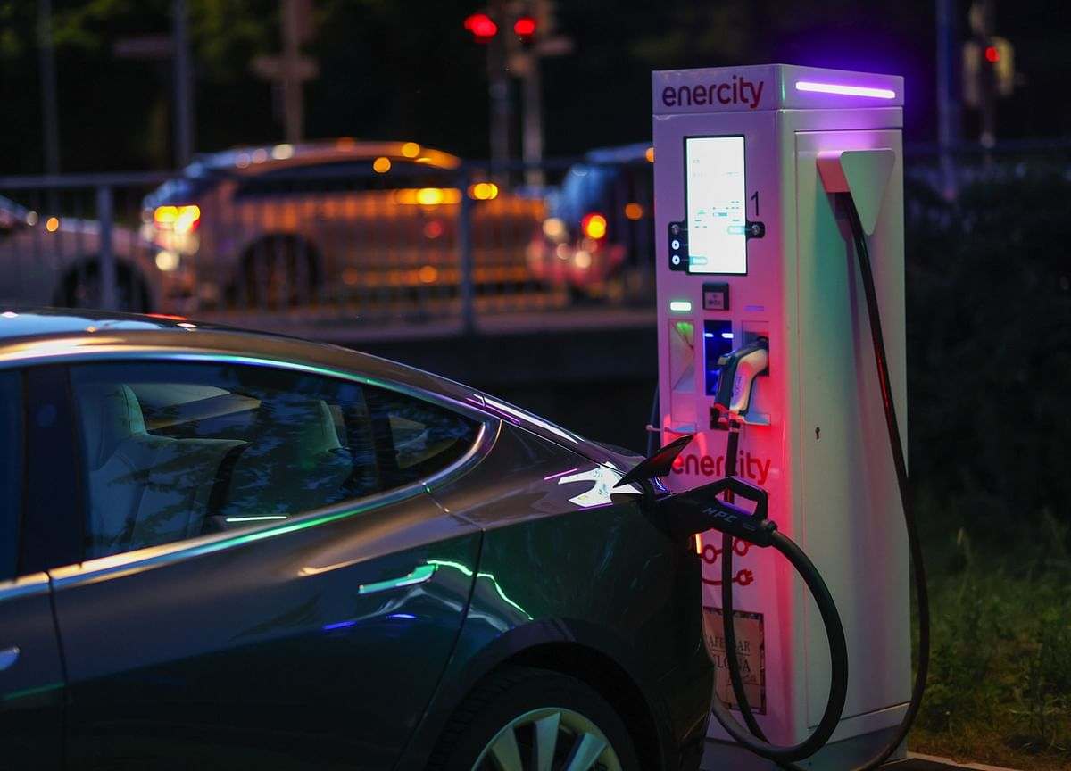 The Latest Electric Car Hurdle: What if You Can't Resell It?
