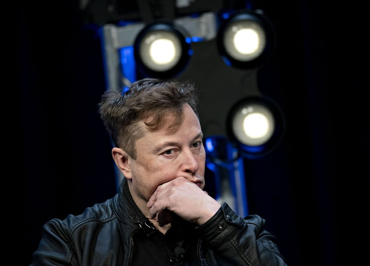 Tesla Paying Musk Almost $1 Million to Temporarily Insure Board