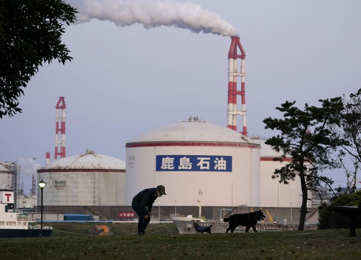 Japan Starts Paying Firms to Cut Reliance on Chinese Factories