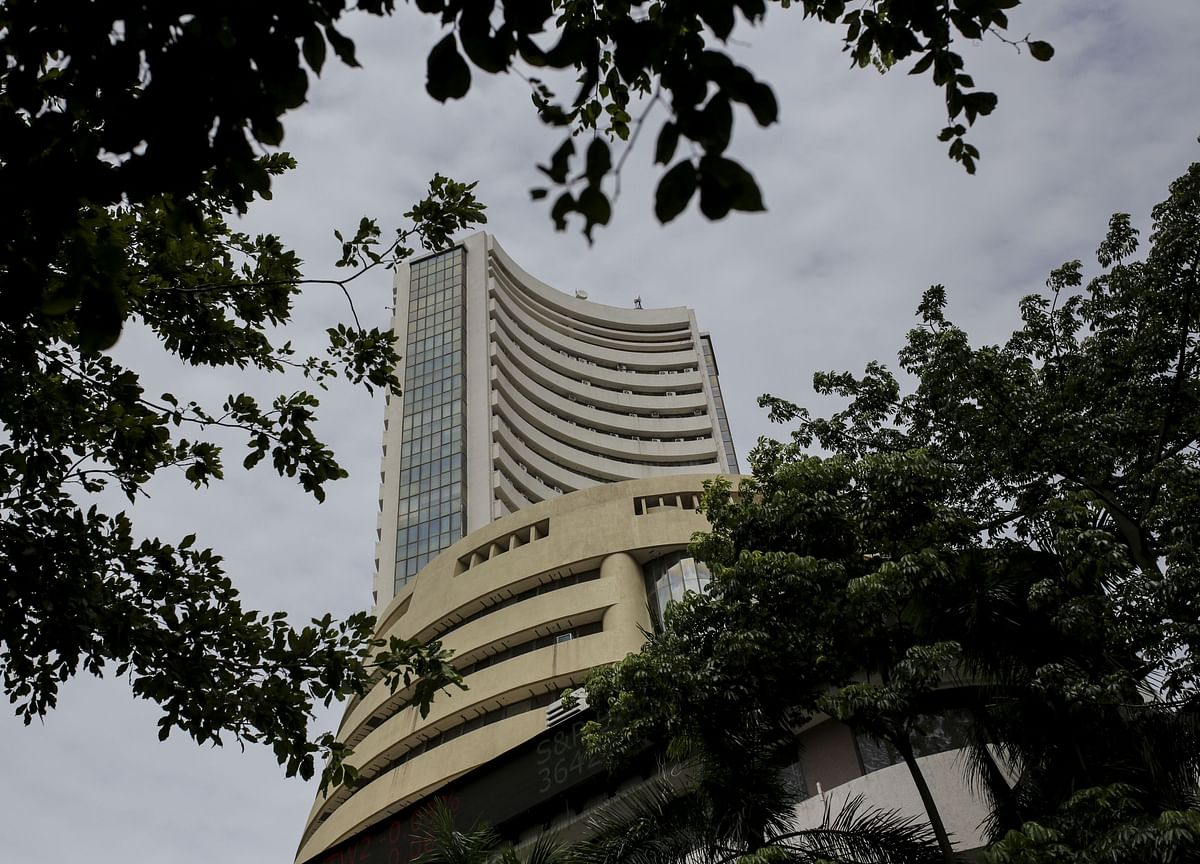 Flows to India Stock Funds Tumble as Furious Rally Spurs Caution