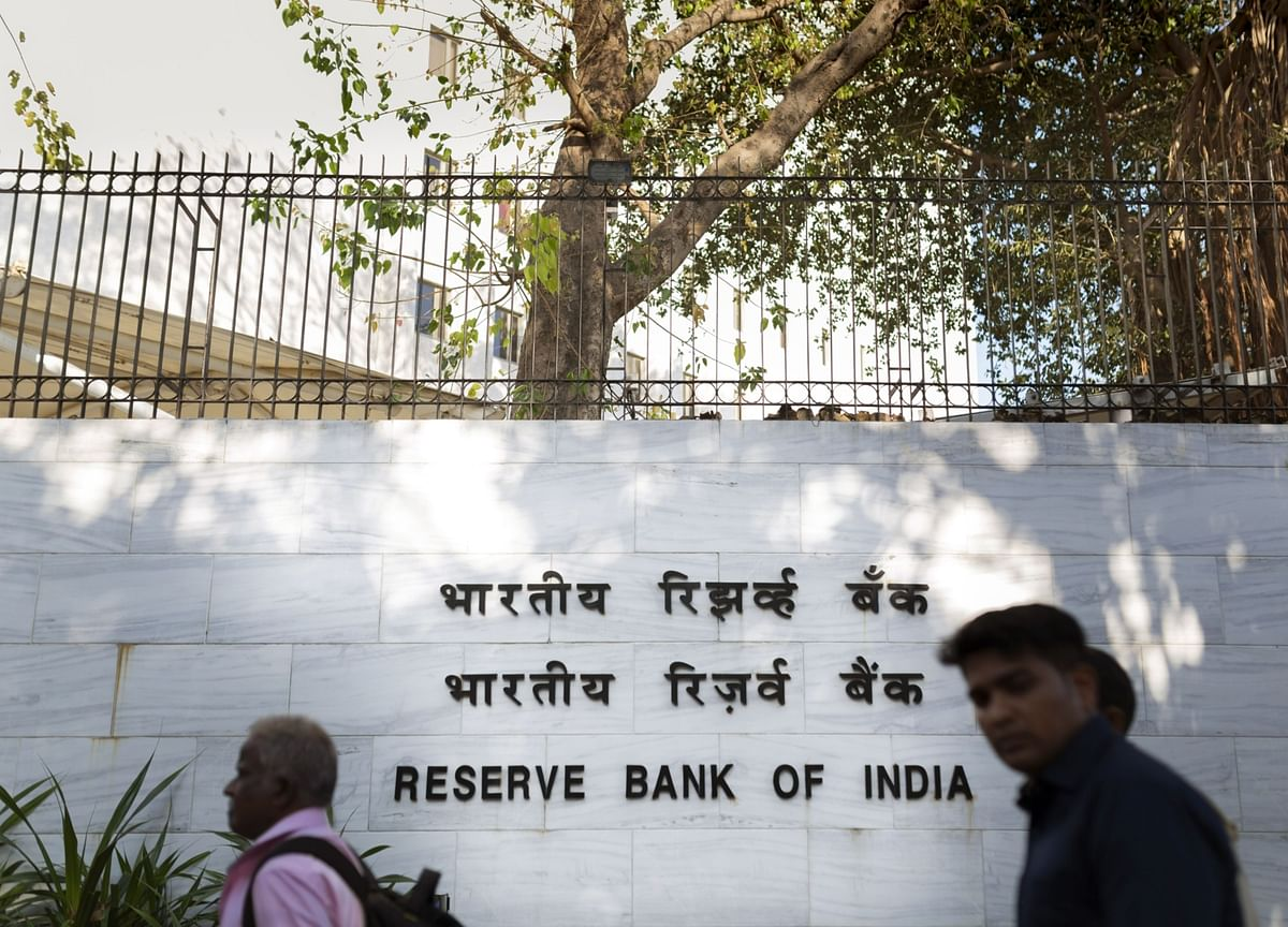 India Central Bank Report Suggests Issuing Debt to Mop Hot Money