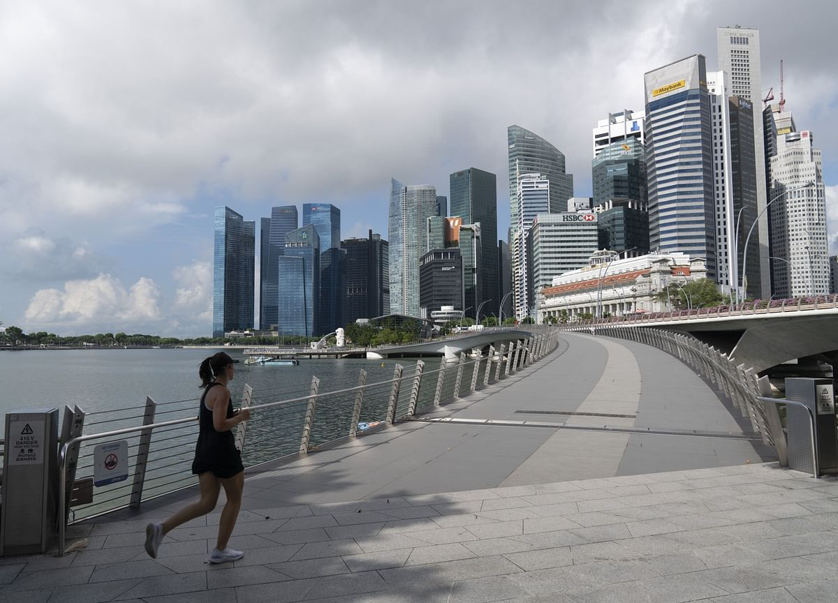 Singapore Slumps Into Recession With Record 41.2% GDP Plunge
