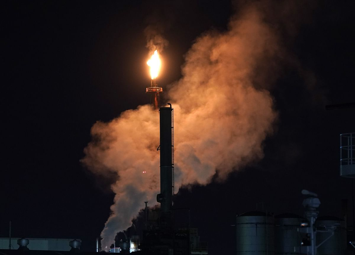 Oil Steadies With Weak Dollar Eclipsing Sluggish Demand Backdrop