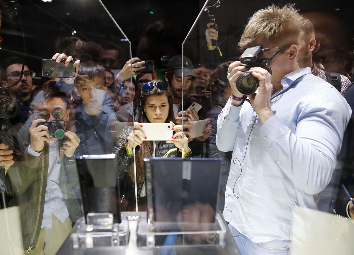 Unknown Upstart Pioneers Foldable Glass That's 50% Cheaper