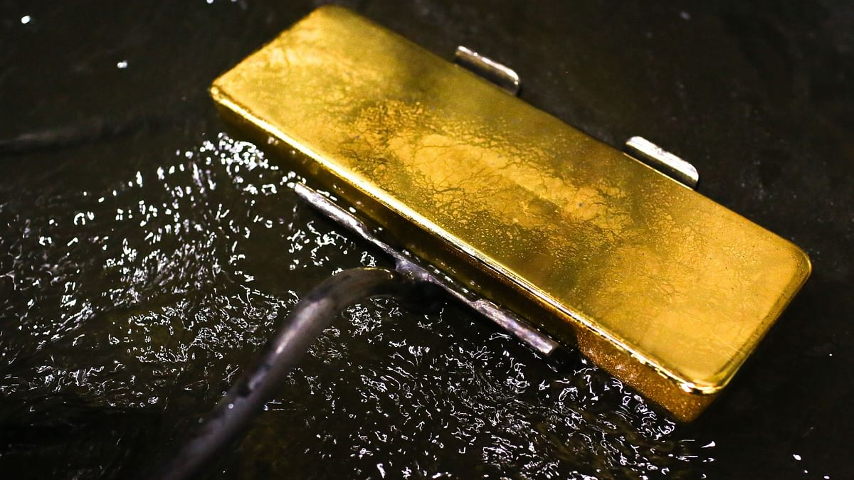 Gold – That Shiny, Problematic Object