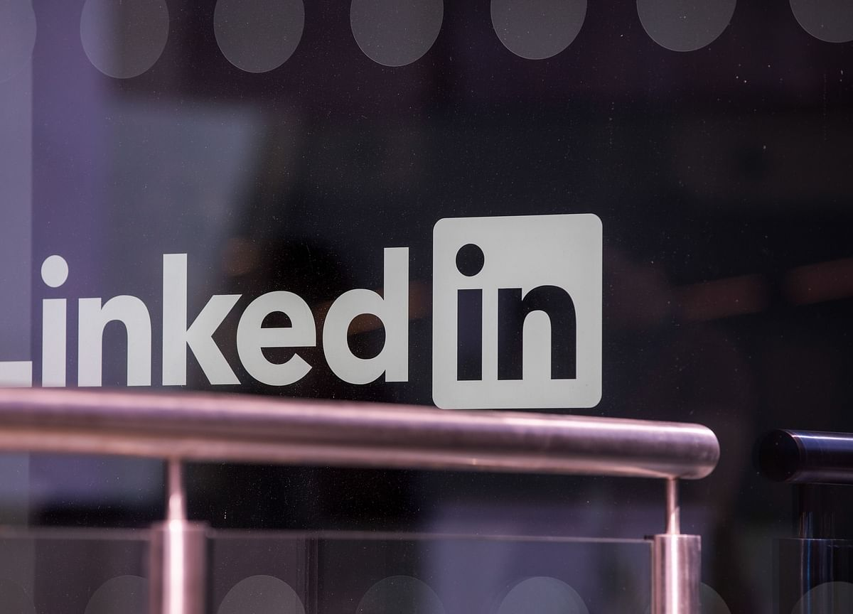 LinkedIn to Cut 960 Jobs After Virus Curbs Hiring