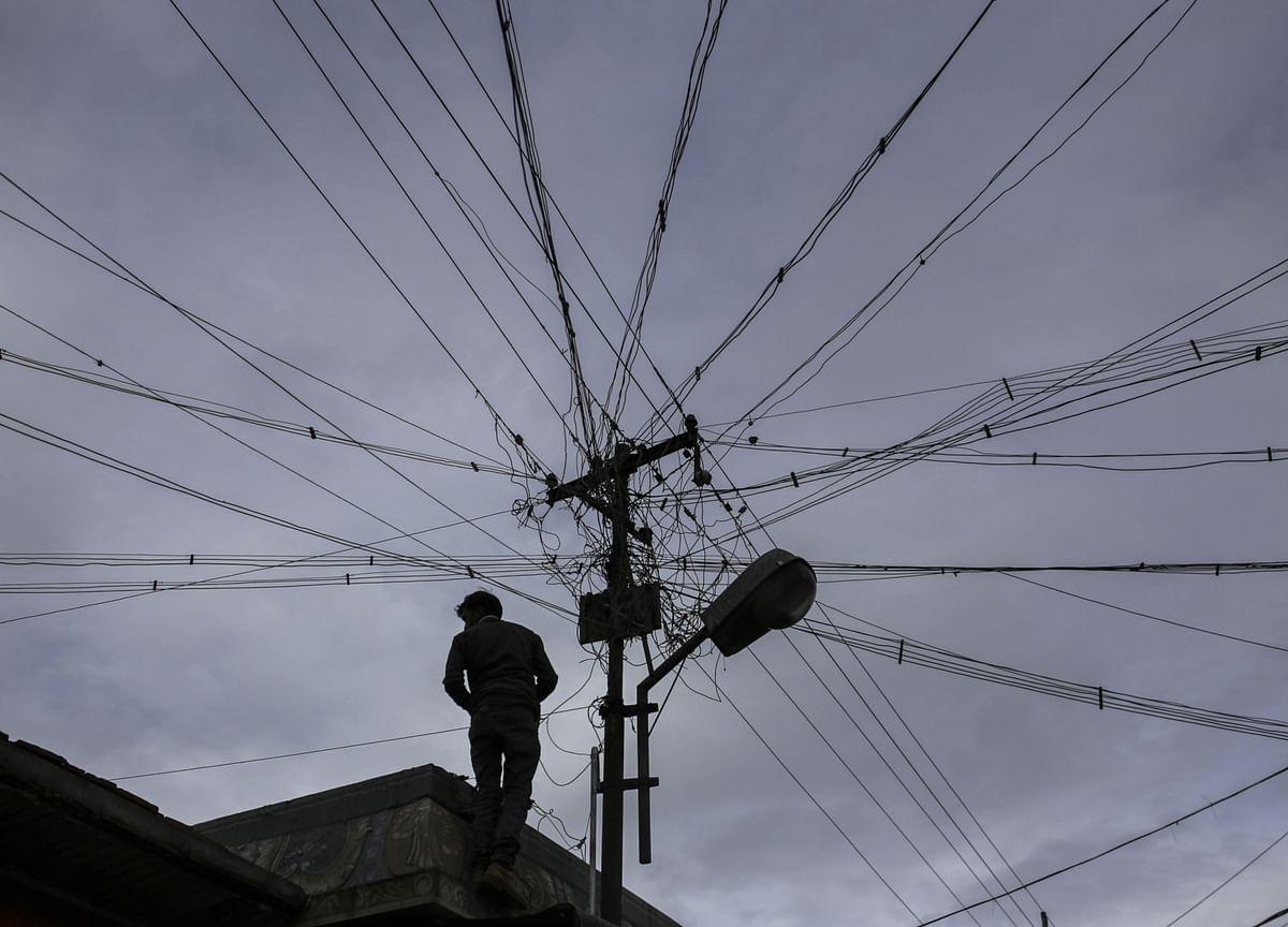 Indian Power Firms Face Cash Crunch After Lender Cut to Junk