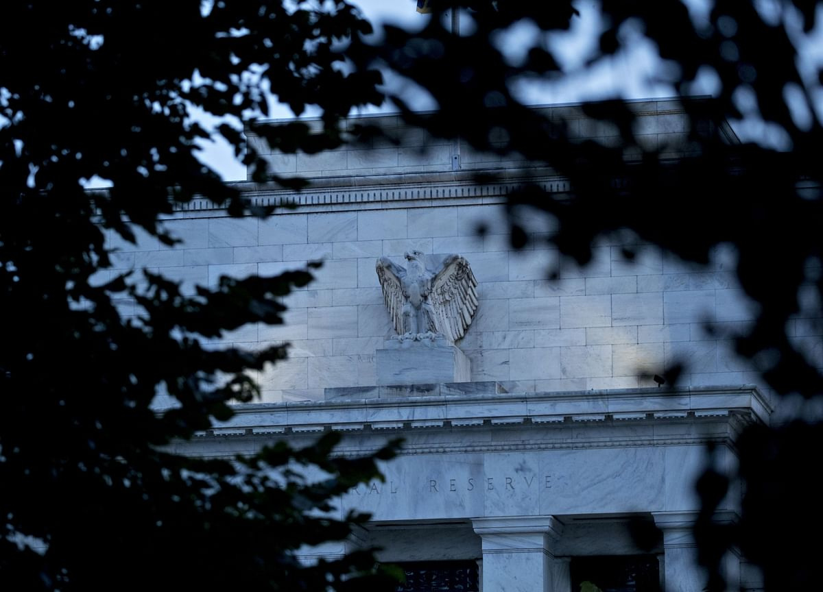 Fed Mulls Explicit Forward Guidance, Stays Wary of Yield Targets