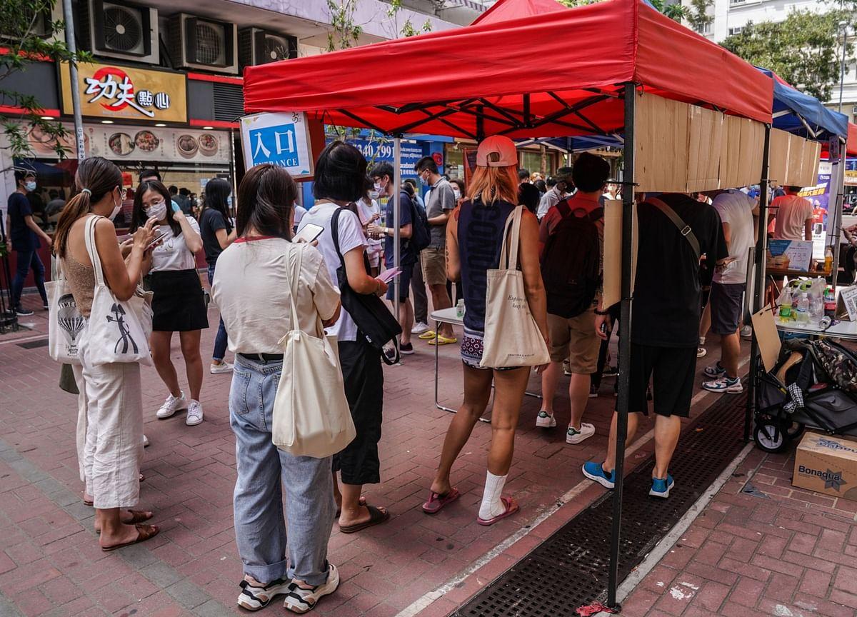 China Threatens Democratic Taiwan's Toehold in Hong Kong