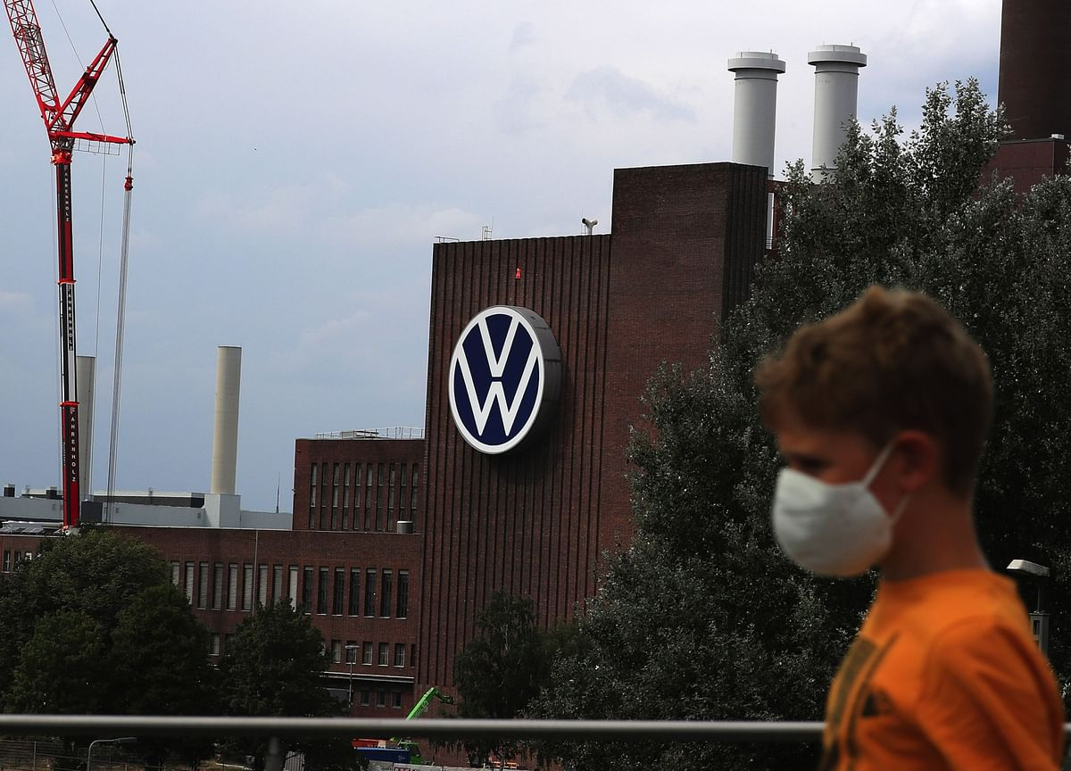 VW Offers Virus Testing With German Infections on the Rise