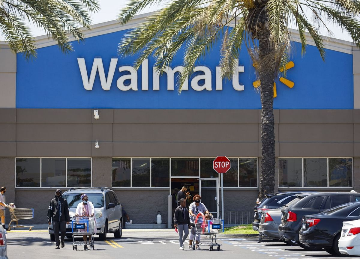 Walmart Falls After Forecasting Earnings Drop, More Spending