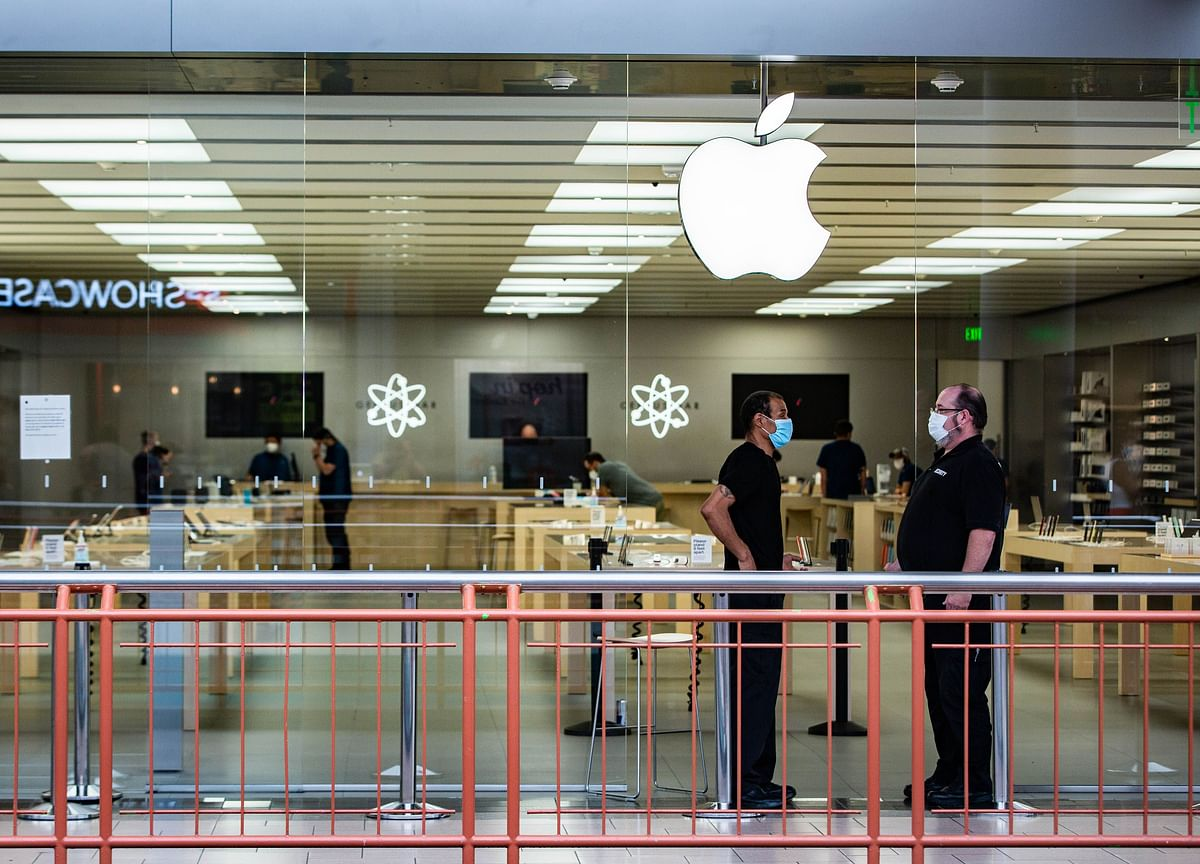 Apple Delays Office Return by At Least a Month asCovid Spikes