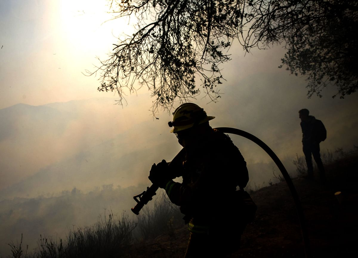 A Spray Salesman Peddles a Wildfire Cure, and California's Rich Are Buying It