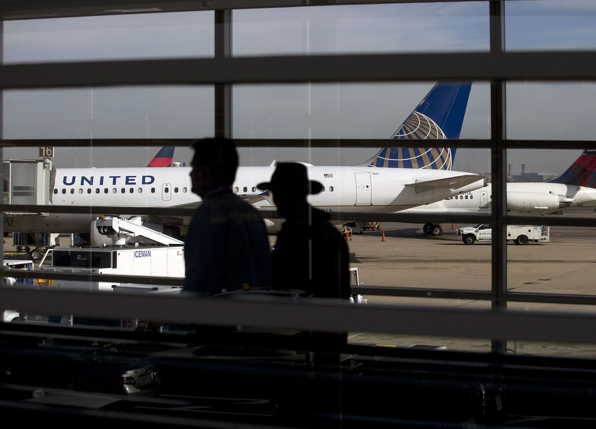 United Air Drops Fees, American Air Whacks Schedule in Covid Era