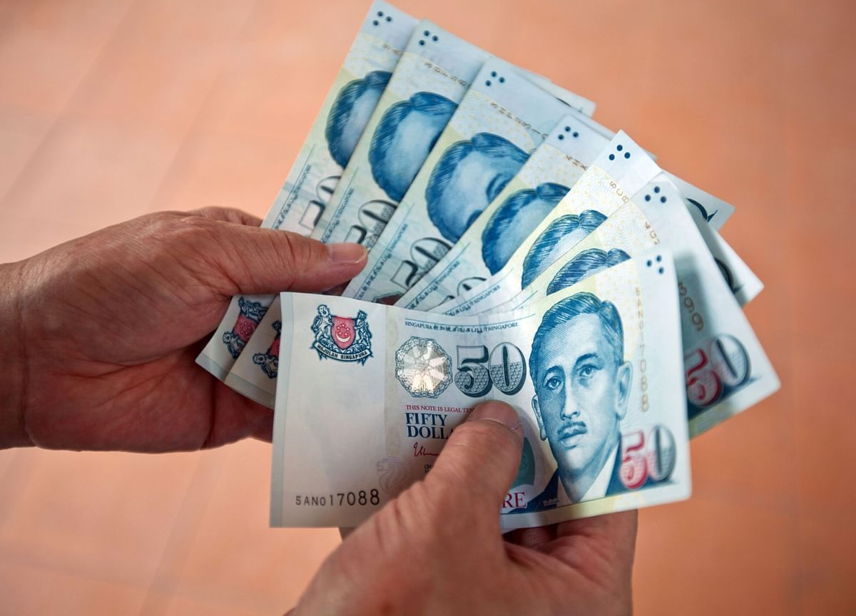 Singapore Dollar Powers to Six-Month High on Fiscal Stimulus