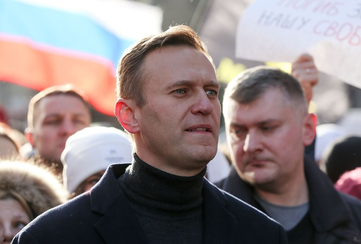 Navalny Travels to Germany After Wife's Appeal to Putin