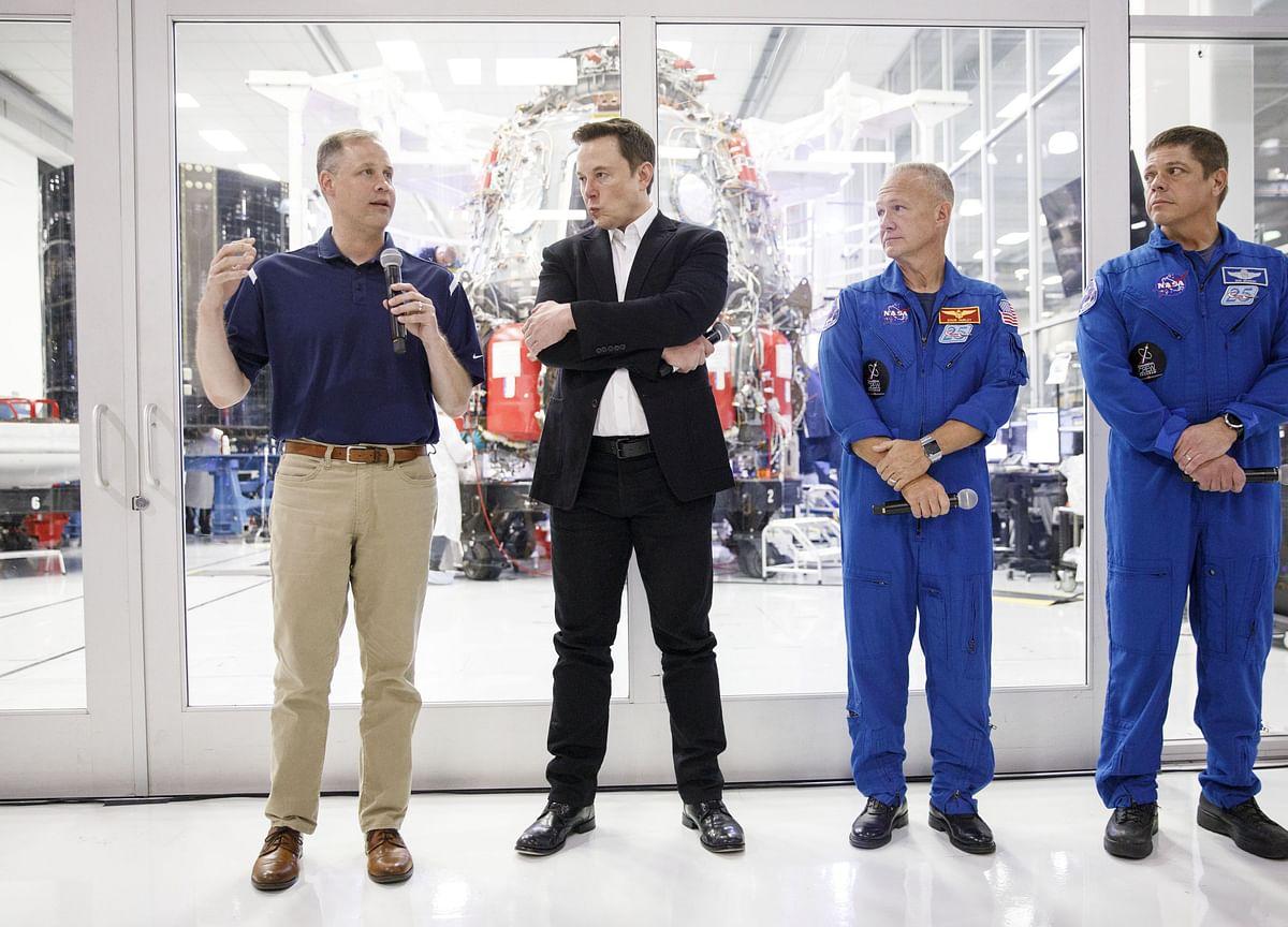 SpaceX Brings NASA AstronautsHome in Milestone Test Flight