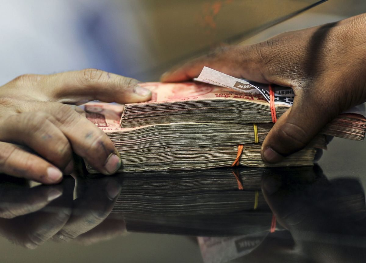 Motilal Oswal: Indian Mutual Fund Tracker - AUM Surpasses Rs 27 Trillion; Equities See First Outflow In 52 Months
